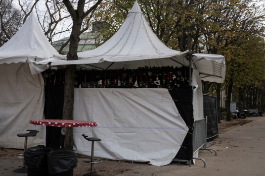 T. Dworzak, FRANCE, Paris, 15/11/2015 The 3rd day, Monday, after the 13/11 terror attacks. Christmas market closed. Champs Elysees.